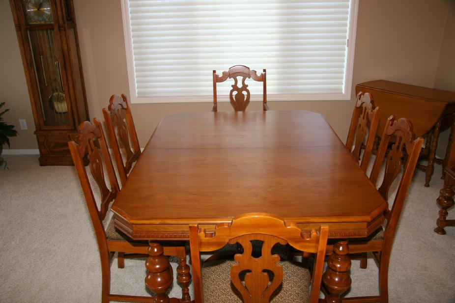 Click Here for William and Mary style DR Table w/ 6 Chairs